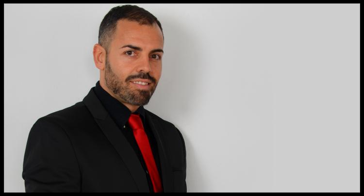 Biografía y currículum del escritor Mario Luna